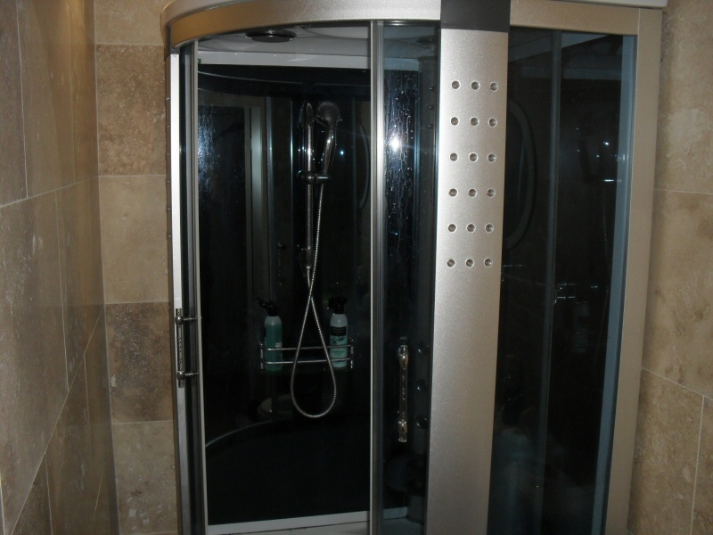 Fair 40 ensuite bathroom and fitting design decoration of for Bathroom design blackpool